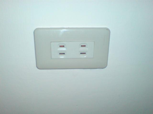 如何更換電燈開關背蓋