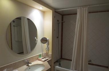 保養浴室玻璃注意事項